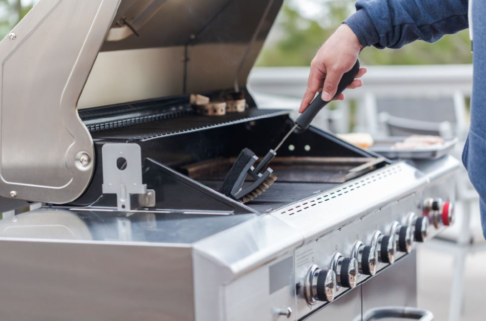cleaning a bbq